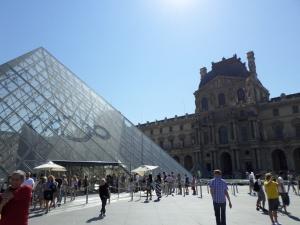Louvre Exterior1