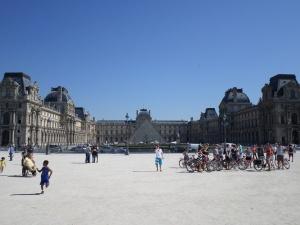 Louvre Exterior3